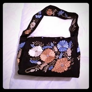Handbags - Small black purse with floral embroidery